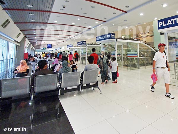 Puduraya (Pudu Sentral) Bus Terminal - Waiting Area & Entrances To Platforms