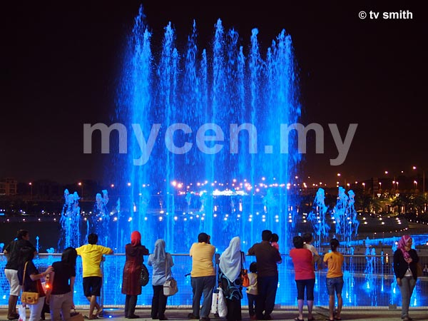 Setia City Mall's waterjet plaza (lighted fountain)