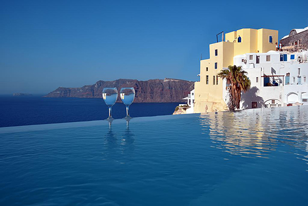 Santorini hotel Deals Finder